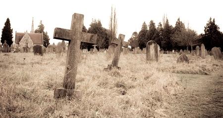 cementerios: imagen sepia de un cementerio Editorial