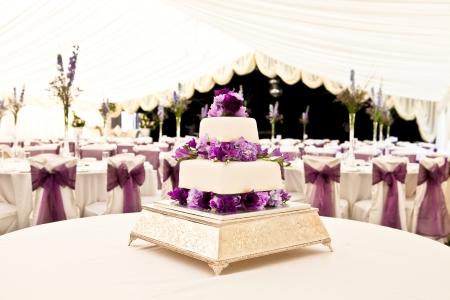 Hochzeitstorte in einem Ort Editorial