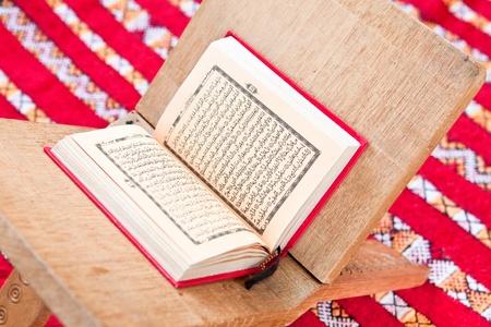 prayer rug: Quran in  warsh arabic script