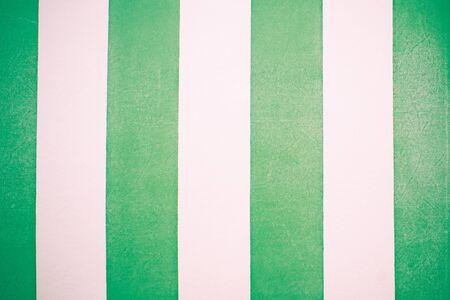 faux: Strisce in pelle verde e bianco finto come sfondo