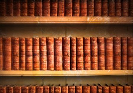 Sammlung von alten verwitterten Bücher in vintage Tönen Standard-Bild