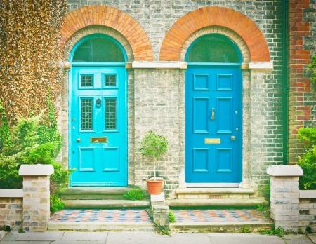 Pair of blue vorderen Türen viktorianischen Häuser in der UK Lizenzfreie Bilder