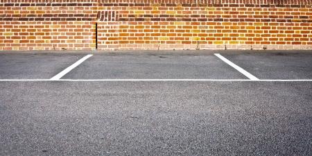 Eine leere PKW-Stellplatz in einer modernen Parkplatz