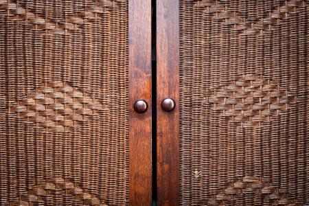 Deuren van een mooie houten Marokkaanse garderobe
