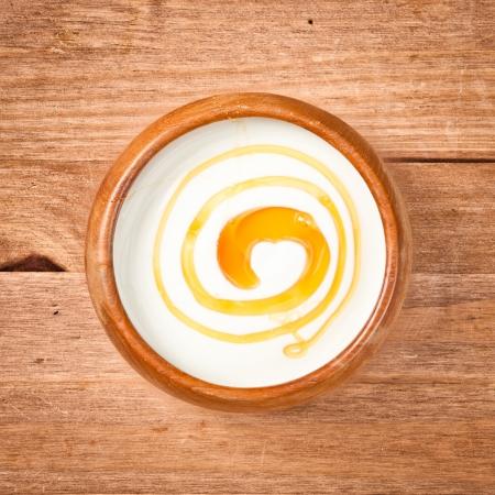 Eine Schüssel griechischen Joghurt mit Honig