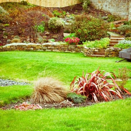 Ein wunderschön angelegten Terrassengarten in Großbritannien