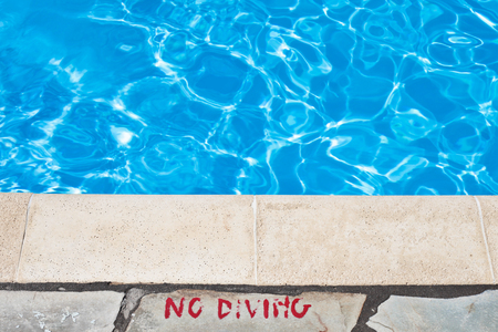 depth measurement: No diving warning at the edge of a swimming pool Stock Photo