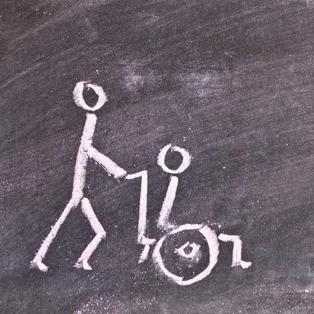 Sehr einfache Kreide Skizze zeigt einen Pfleger schiebt einen behinderten Person im Rollstuhl