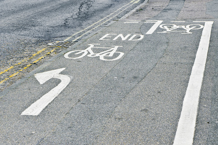 give way: End point of a cycle path next to a road