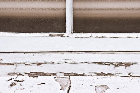 peeling paint: Peeling vernice su una finestra cornice di legno