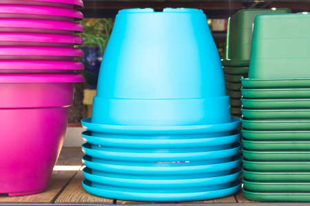 homeware: Piles of colorful plastic plant pots in a homeware store Stock Photo