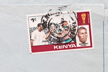 telegrama: Bury St. Edmunds, Reino Unido-15 de octubre 2014: Dos sellos de Kenia desde 1978 en un envelopeb correo a�reo