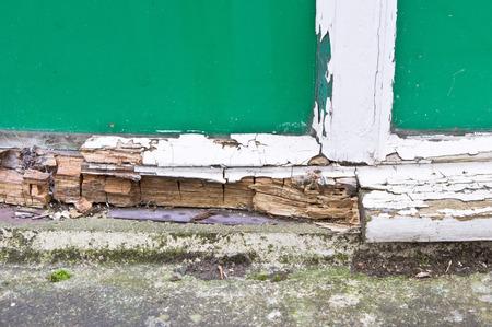 Nahaufnahme eines Teils eines hölzernen Fensterrahmen zeigt umfangreiche rot Lizenzfreie Bilder