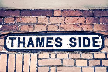 street signs: Street name sign in Windsor, UK