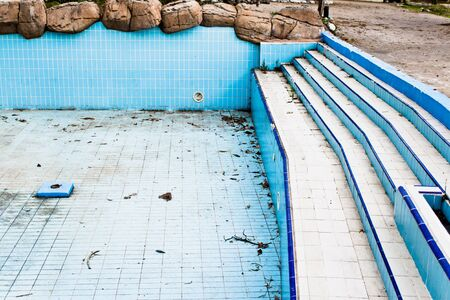 gunk: A derelict swimming pool in an abandoned amusement park