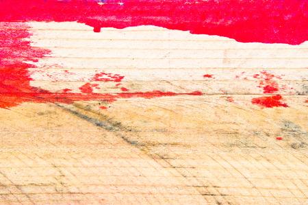 peinture rouge: Marques de peinture rouge sur une surface en bois
