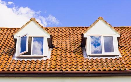 Eine moderne housse mit Dachzimmer Standard-Bild - 45722740