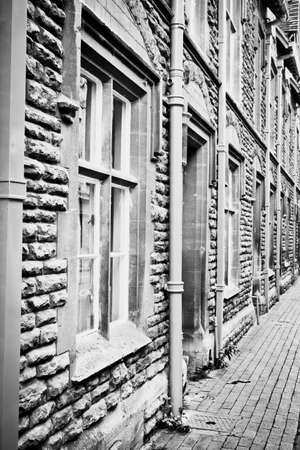 cotswold: A row of terraced houses in Cirencester, UK, made from Cotswold stone, in black and white Stock Photo