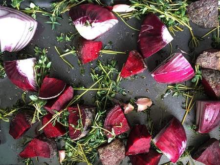 roasting: Red onions, beetroot and garlic with thyme on a roasting tray with olive oil drizzled