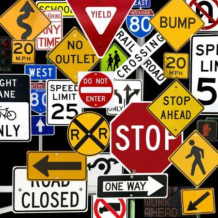 regel: Montage van talrijke Traffic Control tekenen en signalen
