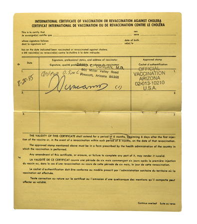 colera: RENO, NEVADA-05 de mayo 2014: Un certificado internacional de vacunación contra el cólera que enumera los requisitos para la vacunación y la longitud de tiempo que el certificado es válido. Editorial