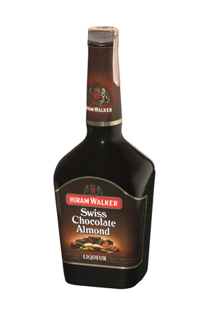 aftertaste: RENO, NEVADA - AUGUST 14, 2014: A bottle of Hiram Walker Swiss Chocolate Almond liqueur.  A sweet, nutty, chocolate liqueur with a smooth almond aftertaste used on ice cream and in mixed drinks. Editorial