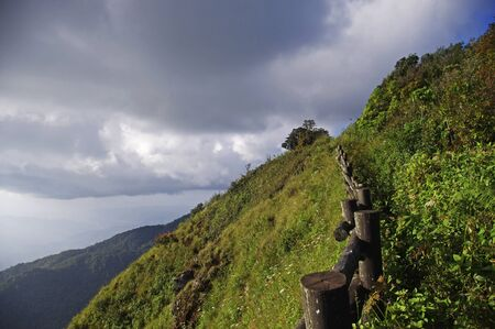 thialand: Mountain ridge walkway of Kew Mae Pan natural trail on Doi Inthanon, Chiang Mai, Thialand
