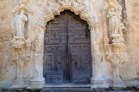 The intricately carved door at Mission San Josè in San Antonio, Texas, USA. Фото со стока - 71318224
