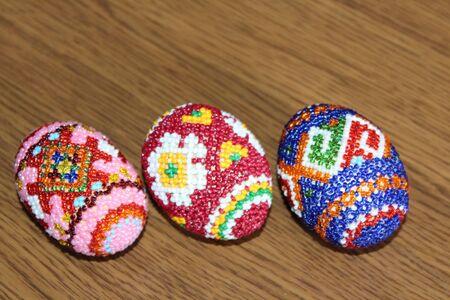 trabajo manual: Huevos de Pascua hermosos decorados con abalorios trabajo hecho a mano