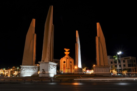 democracy monument: Democracy monument and traffic at roundabout