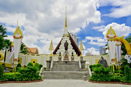 privy: Thai King stutue in Thai temple style and his privy big boat he use. Stock Photo