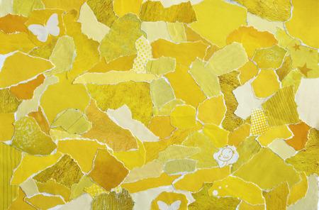collage moodboard met gele kleuren. Het vel is gemaakt van gescheurd oud papier of tijdschriften en drukwerk