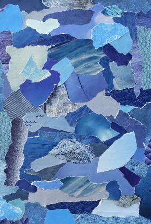 collage moodboard met blauwe kleuren. Het vel is gemaakt van gescheurd oud papier of tijdschriften en drukwerk