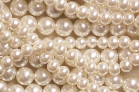perlas: Pila de perla en el fondo blanco