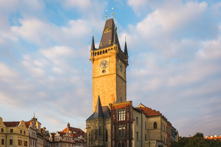Sunrise at Prague Old Town Square and the City Skyline of Astronomical Clock Tower, Czech Republic 新聞圖片