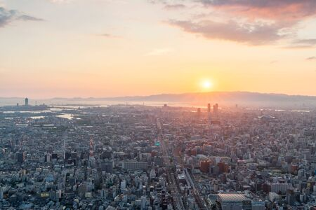Skyline in Osaka, Sunset view of the Cityscapes 版權商用圖片 - 138202716