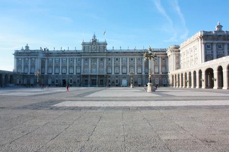 Pałac Królewski w Madrycie jest oficjalną rezydencją hiszpańskiej rodziny królewskiej w Madrycie, ale jest używany tylko do ceremonii państwowych