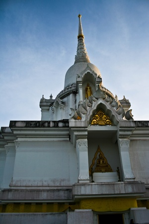 white tample  photo