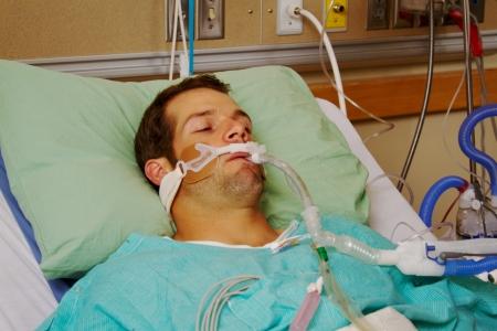 Patiënt in het ziekenhuis op gasmasker Stockfoto