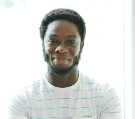 웃는 아프리카 남성의 프로필