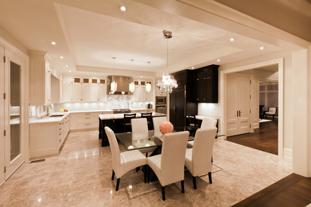 Kitchen interior in new luxury house 免版税图像