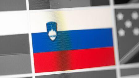 Slowenien Nationalflagge des Landes. Slowenien-Flagge auf dem Display, ein digitaler Moiré-Effekt. Nachrichten aus Geographie und Geopolitik