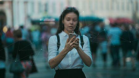 Tecnologías inteligentes en tu smartphone, recopilación y análisis de big data sobre una persona a través de servicios y aplicaciones móviles. Identificación y privacidad en el contexto de las tecnologías digitales modernas.