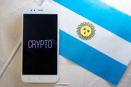 Cryptocurrency and government regulation, concept. Modern economy, smartphone with bitcoin sign on the screen on the background of the flag of Argentina Stockfoto