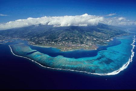 Aerial View, Mt. Mou'a Roa (880m), MOOREA, Society Islands, French Polynesia 免版税图像