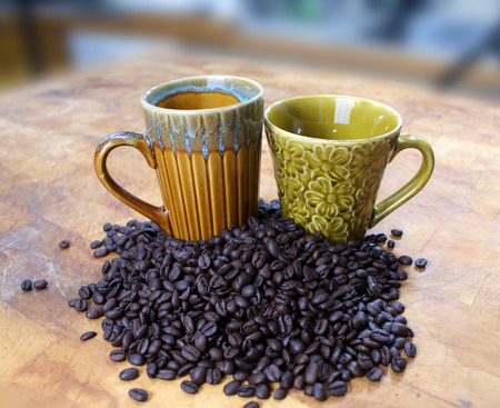 two coffee cups with coffee beans Stok Fotoğraf