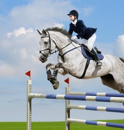 caballo saltando: Ni�a saltando con caballo acederas