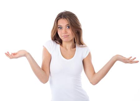 Portret van een leuke vrouw met een twijfelende gebaar, geïsoleerd op wit