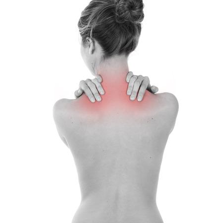 trapezius: Mujer que tiene dolor de cuello y trapecio, aislado en blanco