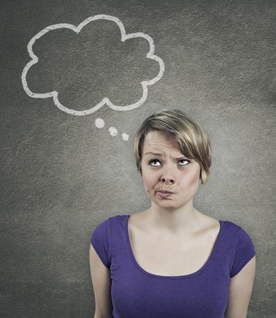 pensando: Ilustraci�n de un pensamiento mujer bonita, con globo de pensamiento Foto de archivo